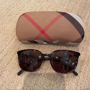 ✨ Burberry Brown Tortoise Sunglasses with case